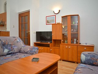 Apartments Divna-One Bedroom Apt with Balcony, Betina
