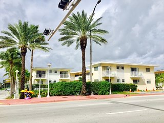 BEACH PLACE/POOL/WIFI/FREE PARKING/SLEEPS 8/0014., Surfside