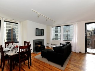 Spacious FiDi 6BR/2BA in downtown NY near Wall St, Charging Bull + WTC memorial