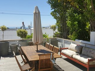 Front Deck overlooking Table Bay with seaviews