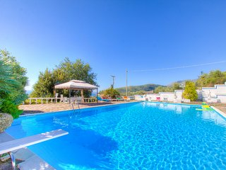Sea View HolidayVilla x8 +2p ♥ Pool 4Bedrs 3Bathrs ☼Pool ☼WiFi ☼Garden ☼Parking, Castellonorato