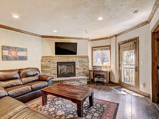 Enjoy Ski in Ski Out in a Gorgeous Fully Remodeled Condo Just 1/2 Block to Main