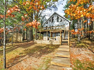 3BR Gaylord House on Private Lake w/ Dock!