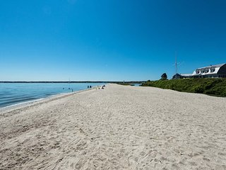 FINNM - Luxury Retreat, Heart of Edgartown Village, Heated Salt Water Pool,  500