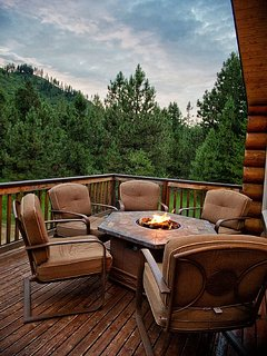 Enjoy the incredible mountain views while spending time around the fire table.