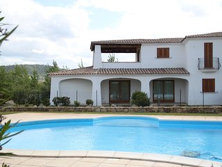 Modern & Chic House - Villino con piscina sul mare, Budoni
