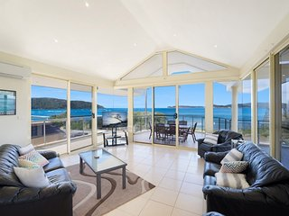CONTEMPORY PENTHOUSE - WATERFRONT UMINA BEACH