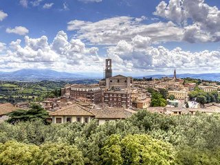 ELEGANT APARTMENT IN PERUGIA - HOUSE TERESA, San Sisto