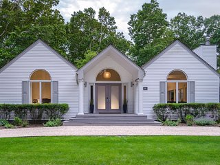 Designer Decorated 3 Bedroom in Prime Location Heated Salt Water Pool, Bridgehampton