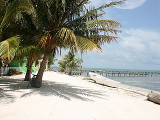 Near beach, modern, low price, 'Double room'- CT, Caye Caulker