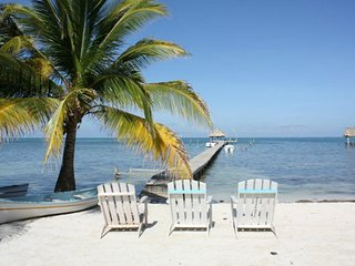 Near beach, modern, Economic 'Quadruple Room'- CT, Caye Caulker