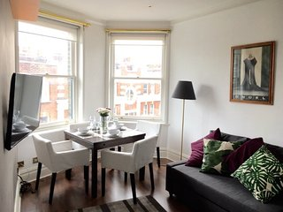 Amazing location Notting HiIl / Kensington, 2 bedrooms, 1 min from tube station