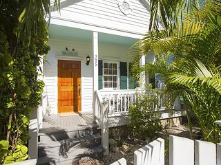 Inn Cogneato Cottage!  Private Pool, Walk to Beach, Restaurants, Galleries, Key West