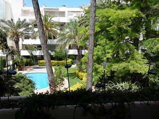 T3 Climatisé de 53 m2, Terrasse 15 m2 avec Vue sur la Piscine § Jardin aquatique, Roses