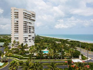 SNOWBIRDS WELCOME! PANORAMIC VIEWS FROM OCEAN FRONT  CONDO....