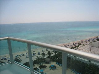 THE TIDES OCEANFRONT 2/2 ON 12TH FL, Hallandale Beach