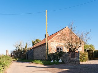 Bramble Cottage, charming converted barn, dog friendly, in a seaside village