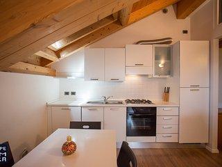 Appartamento VERDE romantica mansarda con WIFI FREE, Lavarone