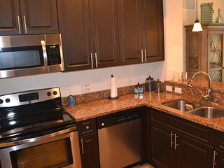 Luxury Condo Steps from the Heated Pool, Fort Myers