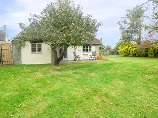 THE APPLE STORE, ground floor cottage, romantic break, patio, WiFi, in