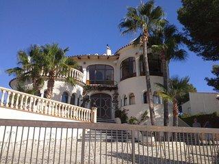 Nr MORAIRA CASTILLO del SOL, Nr GOLF COURSE, Sleeps 10 Private Pool wifi UKTV