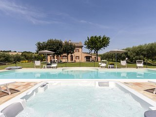Villa Pedossa, Your Country Escape!Traditional country Villa with pool & Jacuzzi, Senigallia
