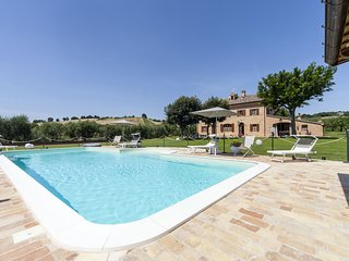 Villa Pedossa, Il Grano, stylish apt. in typical country Villa with pool&Jacuzzi