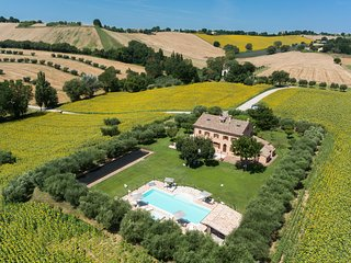 Villa Pedossa, Il Girasole,charming apt. in typical country Villa w/pool&Jacuzzi