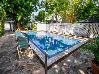 Colony Caylpso - A quaint 1 Bedroom Cottage just two blocks to Duval, Key West