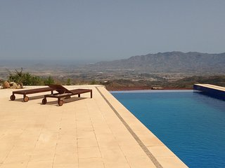 Luxury Private Villa, with 3 bedrooms, Infinity pool and Stunning Views, Bédar