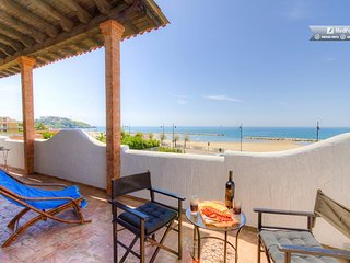 Beachfront Holiday Villa 8 +2p♥5Bedrs 3Bathrs ☼High Speed WiFi ☼Garden ☼Parking, Formia