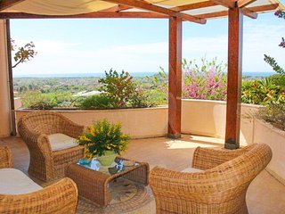 Large spaces, Breathtaking views, Terrace, Pool, WiFi, 6+2, 5min from the beach, Minturno