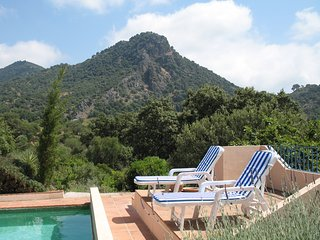 Spacious country villa, 4/5 ensuite beds,15 x 5 m pool, wonderful mountain views, Gaucín