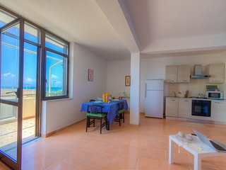 Sea View Holiday Home x 5+2p ♥Large Balcony 3Bedrs 2Bathrs ☼Wi-Fi☼Parking☼Beach, Formia
