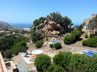 Wild Sardinia you've never seen: LE ROCCETTE with jacuzzi in the rocks
