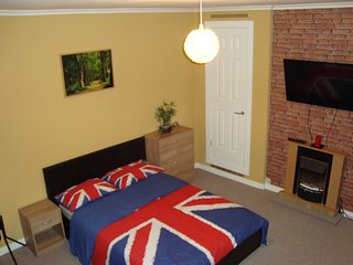 Homestay near Glasgow Airport (Paisley)