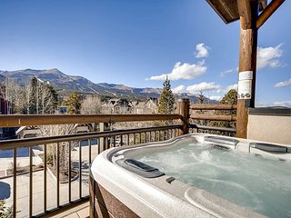 3BR, 3BA Lofty Breckenridge Condo by Slope 9 - Private Garage & Hot Tub
