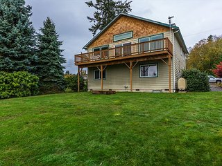 3BR, 2.5BA Coupeville Home by Admiralty Bay w/ Beach Access