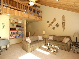 Northwoods Condo unit B5, Prime slope side location at Timberline Resort!, Spring Hill