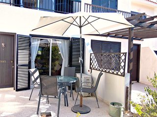 Kato Paphos - Prime Tourist Location - Wifi - Communal Pool - Sleeps 6