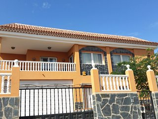 Nice 3 bedroom house with swimming pool