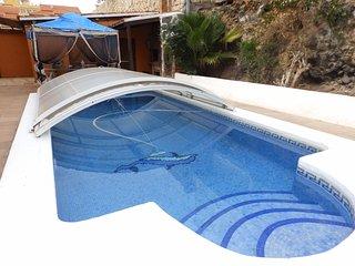 Amplia casa de 3 habitaciones con piscina