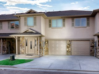 Bright Luxury 3 BD+New Construction+WiFi+W/D+Designer Furniture+5 Mins to Dwntwn, Ogden