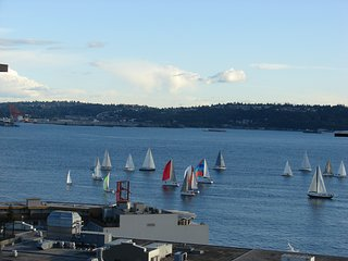 Furnished Downtown Seattle Penthouse Condo 2 bed/2 bath