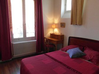 BUDGET APARTMENT FULLY FURNISHED IN CENTRAL PARIS