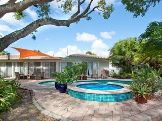 Casa Mahogany A Florida Tropical Retreat. Waterfront and Pool Home, Near Beach