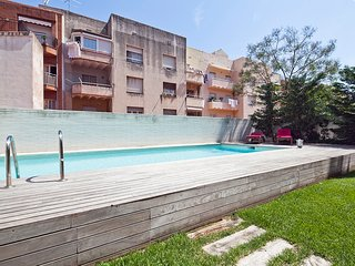 Apartment with Swimming Pool near Sagrada Familia for 8