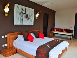 ALMAS chambre triple de luxe vue sur terrasse, Kenderan