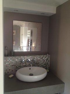 salle de bains à côté de la chambre parentale