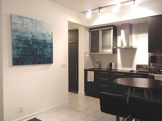 2BR+2BA next to CN Tower, Rogers Centre, Air Canada Centre |RAPTORS|MAPLE LEAF, Toronto
